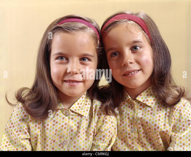 1970 1970s TWINS SISTERS SMILE POLKA DOT - Stock Image