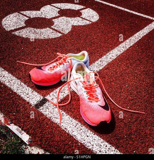 Trainers on running track finish line - Stock-Bilder