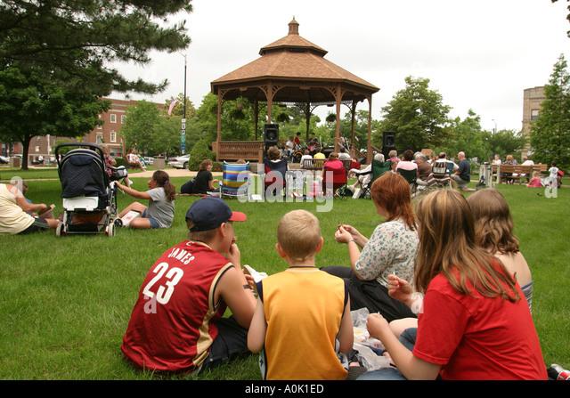 Ohio Sandusky Washington Park Gazebo free concert audience family - Stock Image