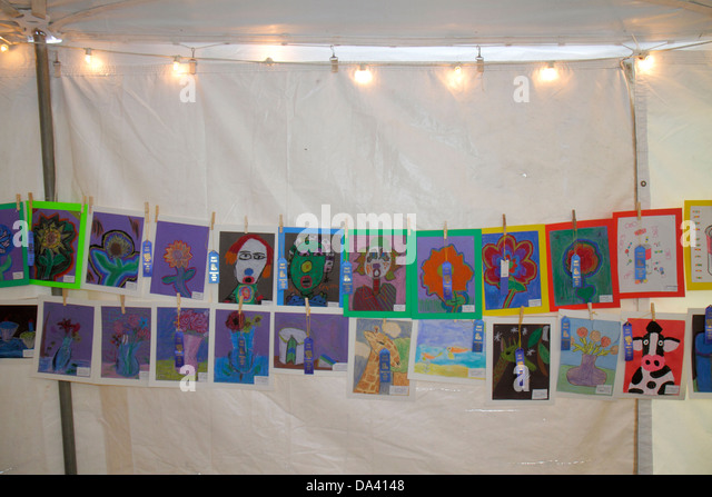 Georgia Thomasville Paradise Park Rose Show & Festival weekend Arts in the Park crafts flea market paintings - Stock Image