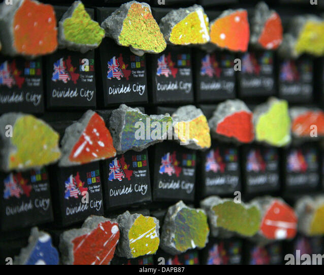 berlin wall souvenirs stock photos berlin wall souvenirs stock images alamy. Black Bedroom Furniture Sets. Home Design Ideas