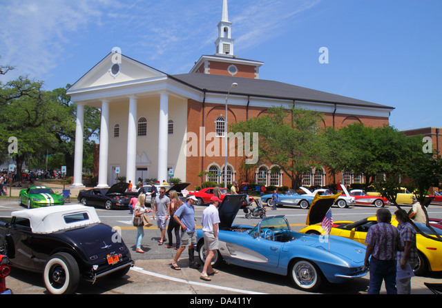 Georgia Thomasville downtown South Broad Street Rose Show & Festival weekend car truck show classic antique - Stock Image
