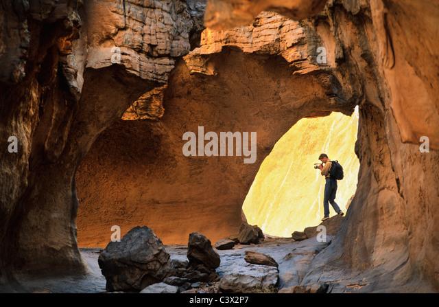 Algeria, Djanet. National Park Tassili n'Ajjer. UNESCO World Heritage site. Tourist making video/film. Sahara - Stock Image