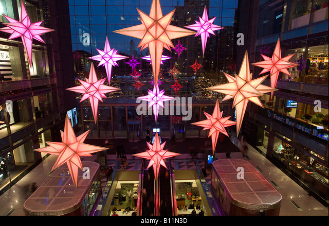 CHRISTMAS STARS ATRIUM TIME WARNER CENTER COLUMBUS CIRCLE MANHATTAN NEW YORK CITY USA - Stock-Bilder