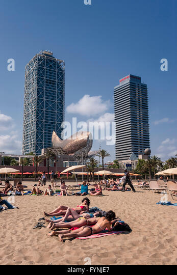 Platja de la Barceloneta Hotels Artssculpture  by Frank Gehry Passeig Maritim , beach, people, Barcelona, Spain - Stock Image