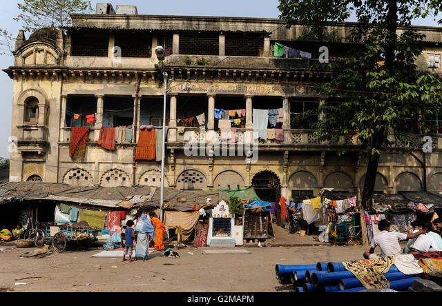 INDIA Westbengal, Kolkata, old palace from british colonial time in Kumartuli / INDIEN, Westbengalen, Kolkata, alter - Stock-Bilder