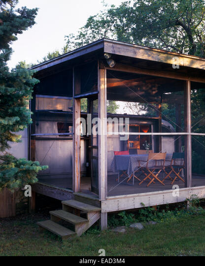 screened in porch with airstream trailer during summer - Stock Image