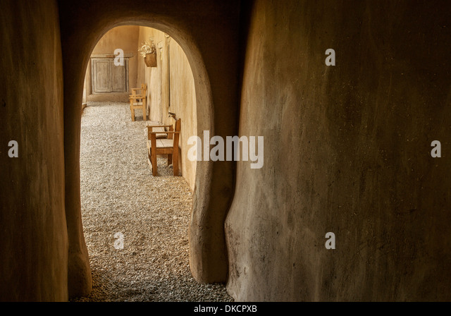 Arched walkway at Hacienda de los Martinez museum, Taos, New Mexico - Stock Image