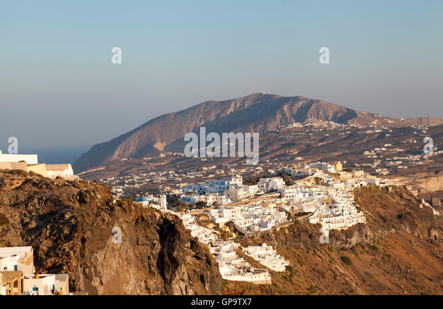 The busy and popular town of Oia, Santorini. It sits of the cliff edge and gives stunning views of the ocean and - Stock Image