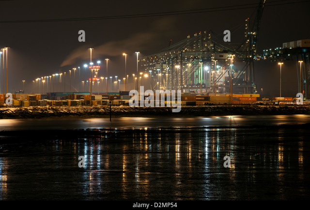 Night photograph of the Southampton Container Port, Southampton Water, Southampton, Hampshire, England, UK. - Stock-Bilder
