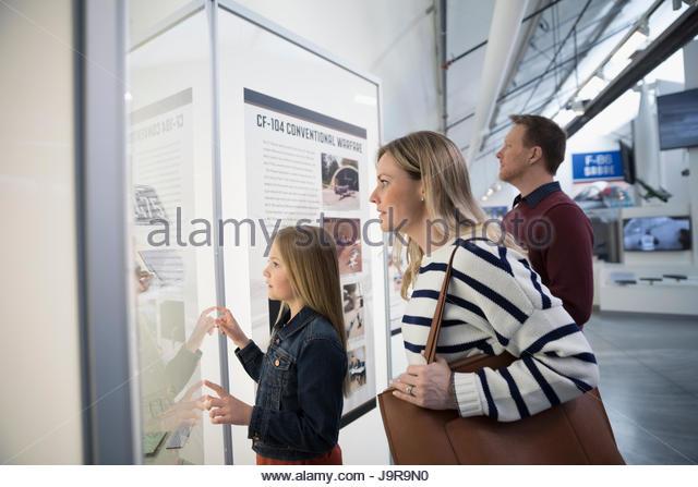 Family looking at exhibit in war museum - Stock-Bilder