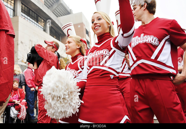University of Alabama cheerleaders at Bryant Denny Stadium in Tuscaloosa, Alabama - Stock Image