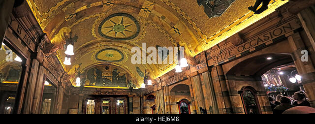 The Black Friar, Blackfriars, London, England, UK at night, interior ceiling - Stock Image