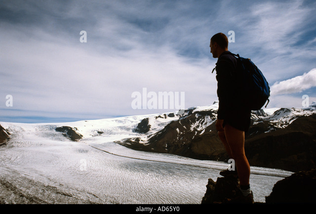Photograper Doug Blane walking trekking hiking mountaineering in mountain in Icelend - Stock Image