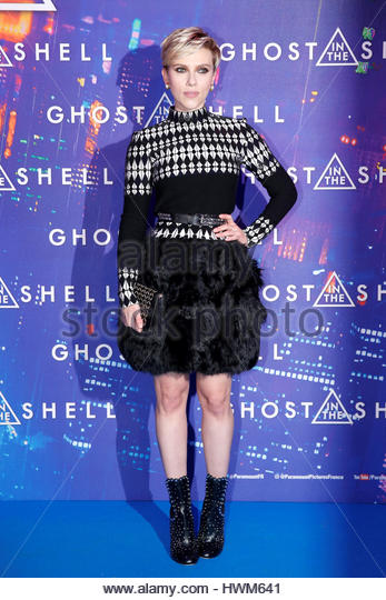 Actress Scarlett Johansson poses as she arrives at a premiere of the film 'Ghost in the Shell' in Paris, - Stock-Bilder