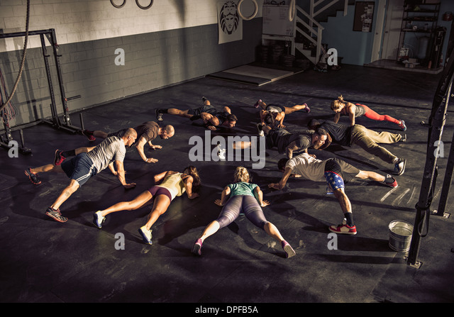 Fitness class training together in gym - Stock Image