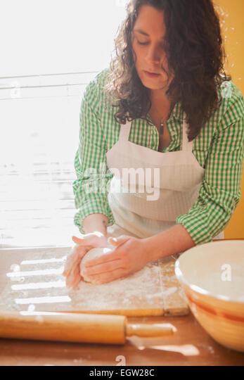 Woman shaping dough. - Stock-Bilder