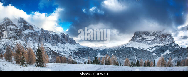 Landscape on the Sella Group and Sassolungo seen from the street of the Sella Pass- Dolomiti, Trentino-Alto Adige - Stock Image