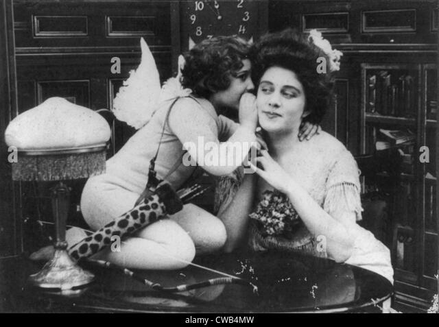 CUPID'S PRANKS, - Scene 1, Violette Hill (left), motion picture still by the Edison Manufacturing Company, 1908. - Stock Image