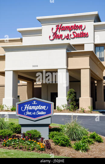 Alabama Opelika Hampton Inn and Suites motel hotel chain exterior 3 story building entrance driveway lodging - Stock Image