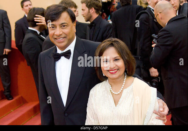CEO of ArcelorMittal, Lakshmi Mittal and wife Usha arrive for the premiere of 'You Will Meet A Tall Dark Stranger' - Stock-Bilder