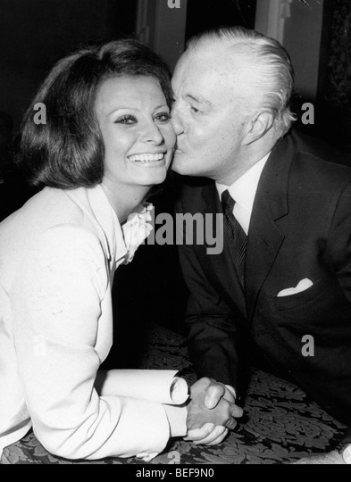 Actress Sophia Loren kissed by Vittorio de Sica - Stock Image