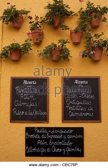 Cafe specials signs in Spanish - Stock Image