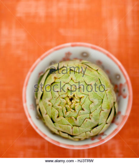 artichoke in bowl - Stock-Bilder