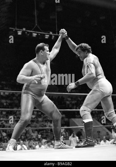 South African athlete Paul Lloyd right confronts Soviet athlete Vladimir Berkovich during international Catch wrestling - Stock Image