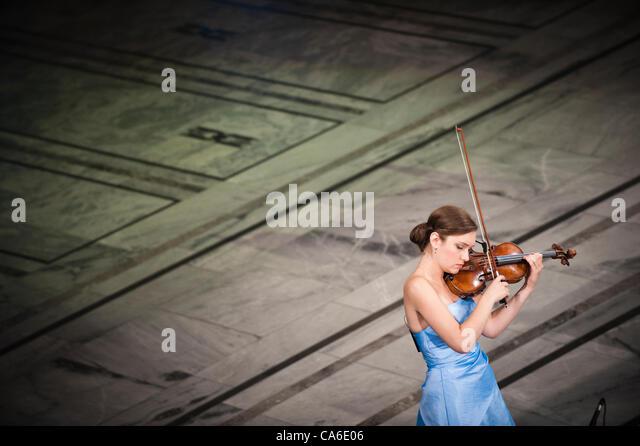 16 June 2012, City Hall Oslo, Norway - Guro Kleven Hagen plays the violin before Aung San Suu Kyi´s Nobel Peace - Stock-Bilder