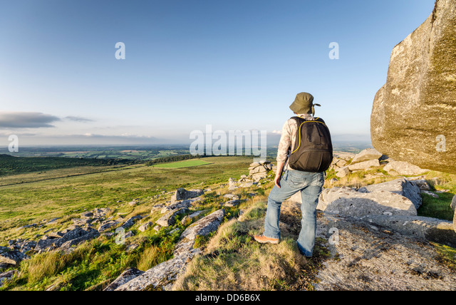 Hiking at Kilmar Toor on Bodmin Moor in Cornwall - Stock Image