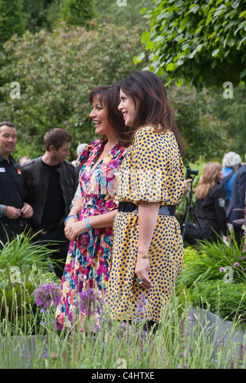 Celebrities Lorraine Kelly and Kirstie Allsopp at the RHS Chelsea Flower Show 2011 - Stock Image