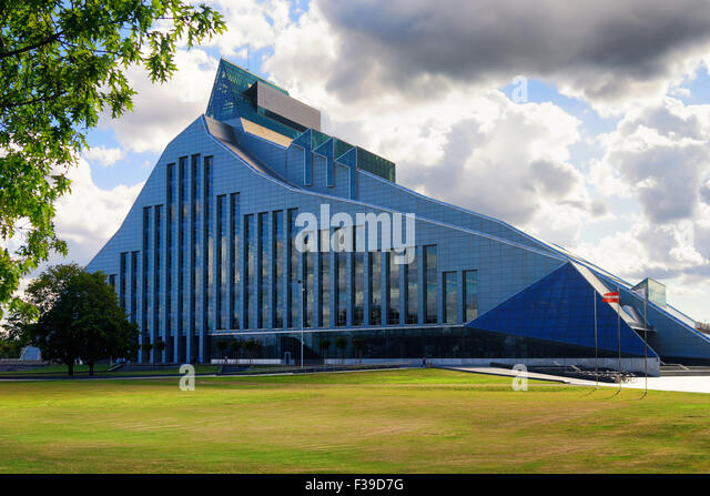 A new modern building of the Latvian National Library with the national flag on a sunny summer day with green lawn - Stock Image