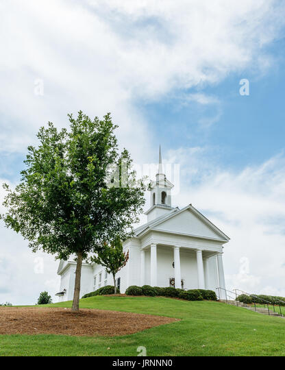 The Chapel at the Waters, near Montgomery, Alabama is a popular venue for weddings and events. It sits high on a - Stock Image