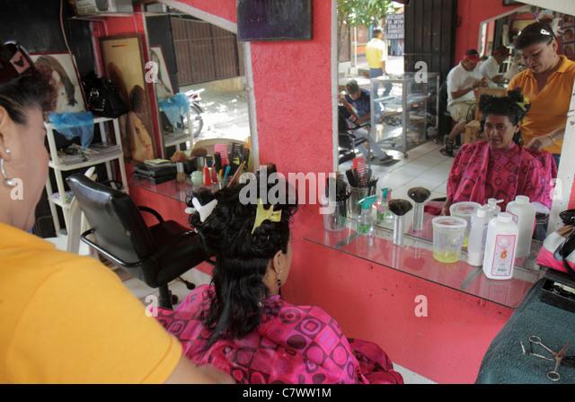 Nicaragua Managua Mercado Roberto Huembes market marketplace shopping beauty salon parlor hairdresser stylist job - Stock Image
