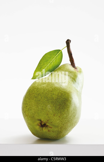 Green pear with leaf, close-up - Stock Image