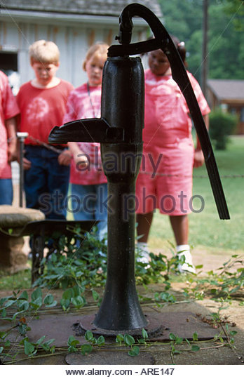 Alabama Tuscumbia Ivy Green Helen Keller birthplace blind & deaf learned 'water' at this pump - Stock Image