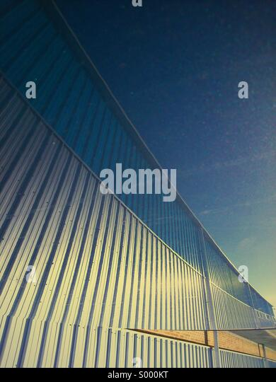 Abstract reflection of building on car roof - Stock-Bilder