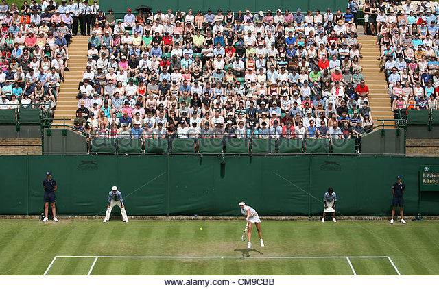 28/06/2012 - Wimbledon (Day 4) - Spectators watch the action on Court 18 - Photo: Simon Stacpoole / Offside. - Stock-Bilder