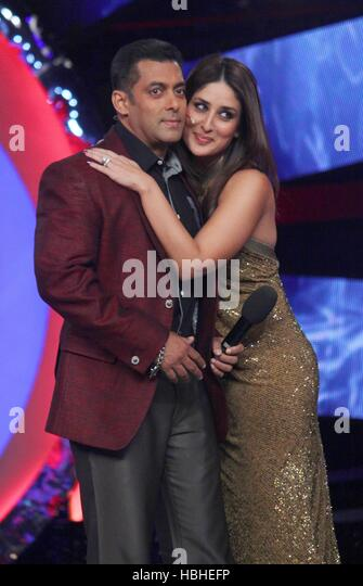 Bollywood actors Salman Khan Kareena Kapoor launch new item song 'Fevicol se upcoming film Dabangg 2 sets Bigg - Stock-Bilder
