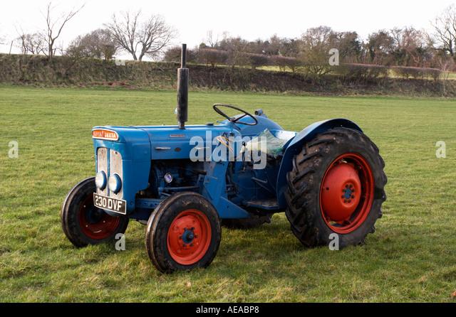 Super Dexta Tractor : Fordson dexta vintage tractor stock photos