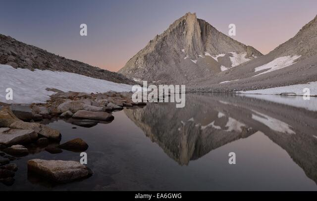 USA, California, Ansel Adams Wilderness Area, Inyo National Forest, Merriam Peak Reflected in Royce Lake - Stock Image