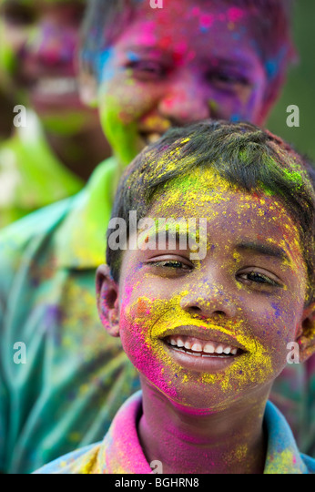 Young Indian boys covered in coloured powder pigment. India - Stock Image