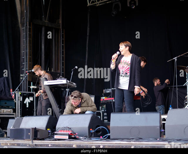 Brighton, UK. 5th September, 2015. Caroline Lucas MP speaking to the crowd from on stage at the first Together the - Stock Image