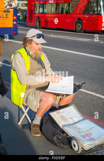 Southbank Westminster Bridge street seated bearded artist draws London sights for tourists red bus - Stock-Bilder