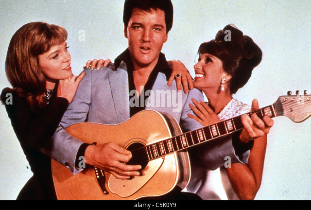 DOUBLE TROUBLE (1967) ELVIS PRIESTLEY, YVONNE ROMAIN, ANNETTE DAY NORMAN TAUROG (DIR) 003 MOVIESTORE COLLECTION - Stock-Bilder