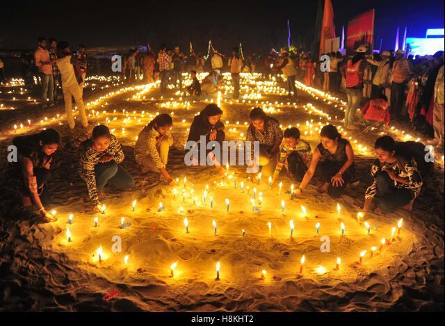 Allahabad, Uttar Pradesh, India. 14th Nov, 2016. Allahabad: People light candle on the occasion of kartik purnima - Stock Image