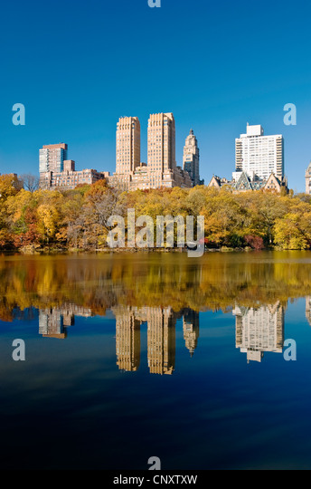 Central Park, New York City in Autumn with Skyline of Central Park West, Upper West Side and Dakota Apartments. - Stock Image