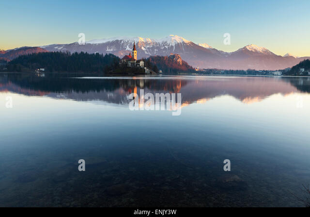 The Assumption of Mary Pilgrimage Church on Lake Bled and Bled Castle, Bled, Slovenia, Europe - Stock-Bilder