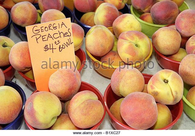 Arkansas Little Rock River Market Farmers Market produce buyers sellers Georgia peaches bowls fruit food nutrition - Stock Image